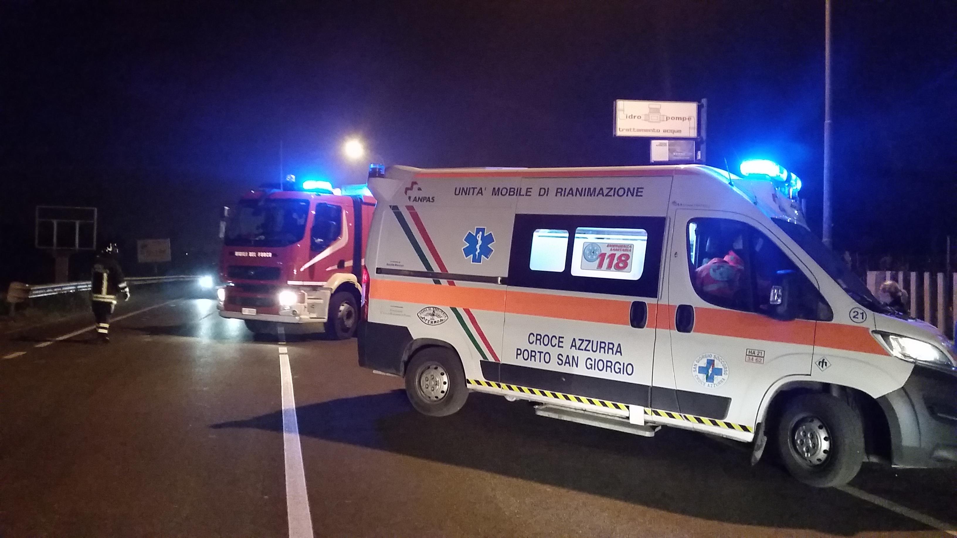 ambulanza e vigili del fuoco Porto San Giorgio