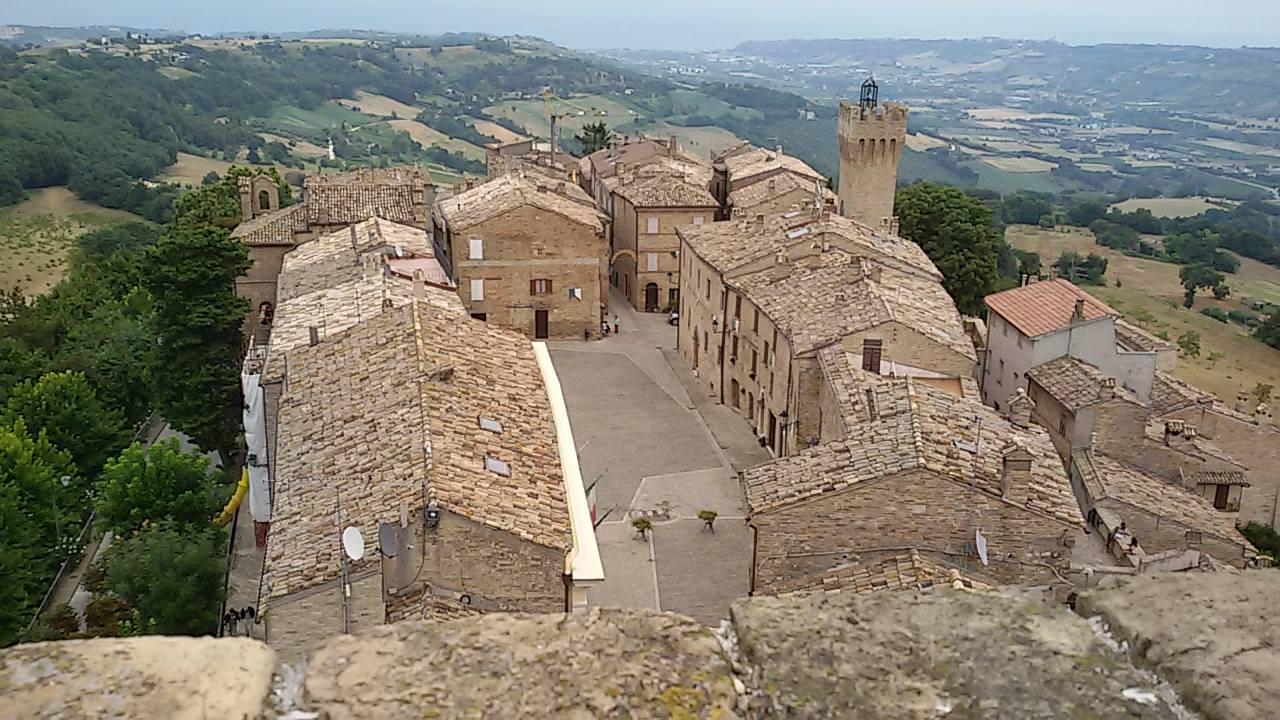 La piazza di Moresco vista dalla torre