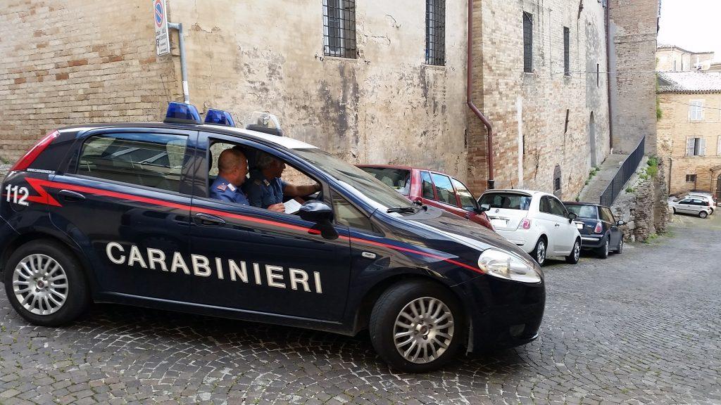 I carabinieri nel centro storico di Fermo