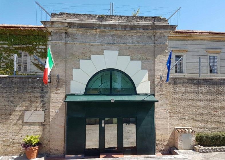 L'ingresso della casa di reclusione di Fermo