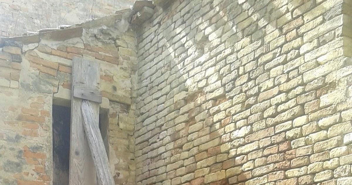 Un dettaglio del centro storico di Montegranaro che dimostra la necessità di un recupero
