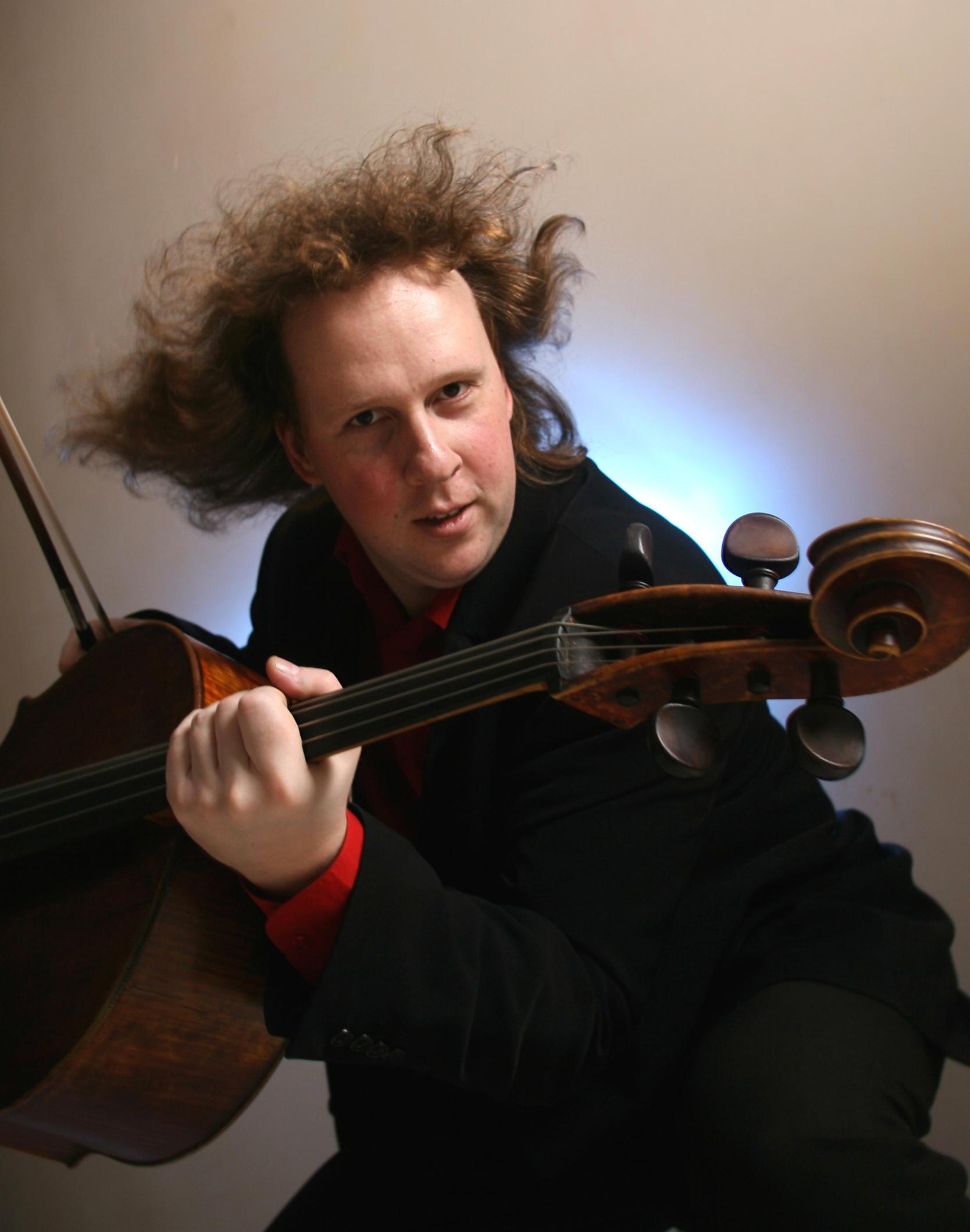 Il grande violoncellista Denis Shapovalov
