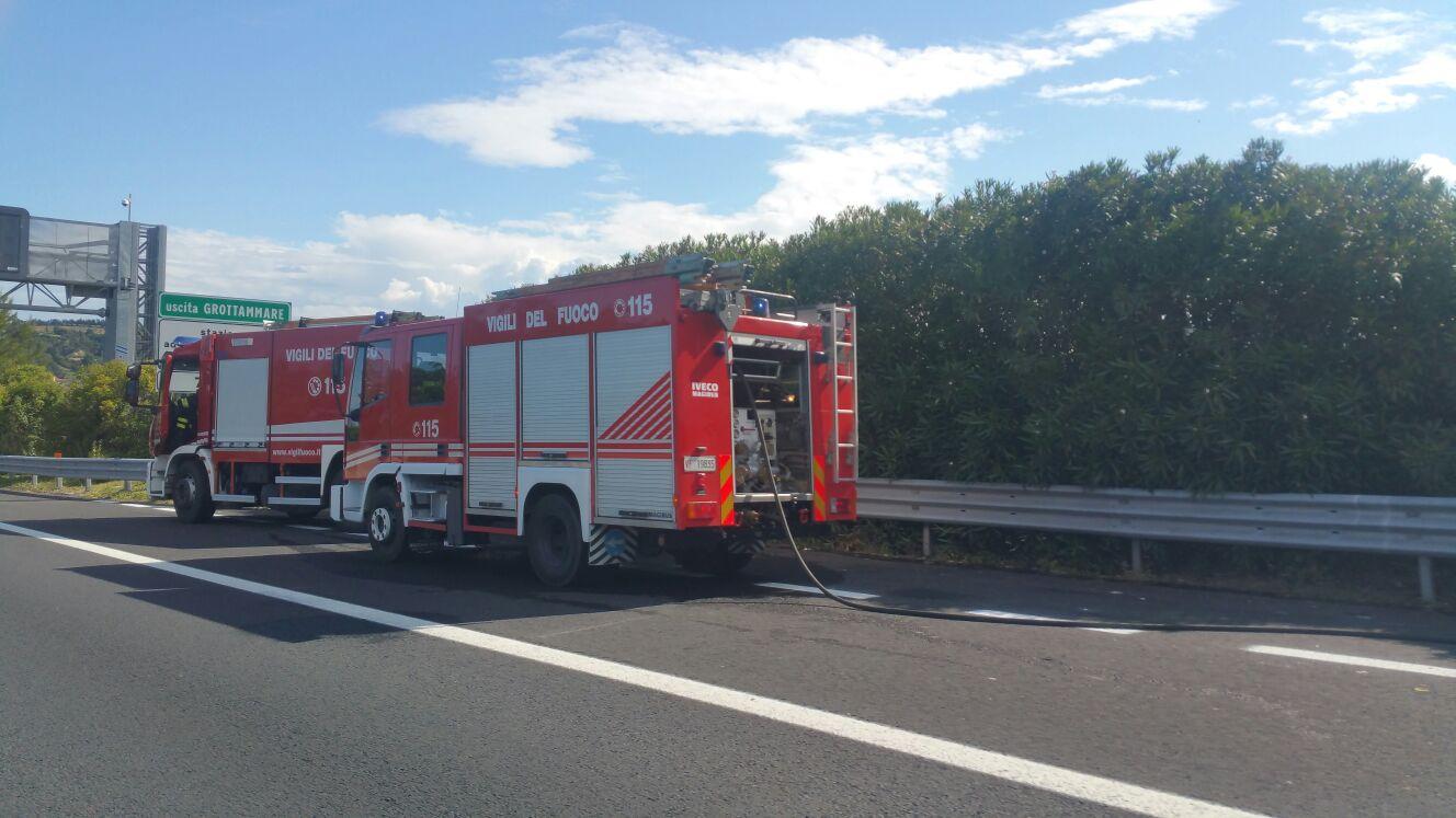 vigili del fuoco in autostrada