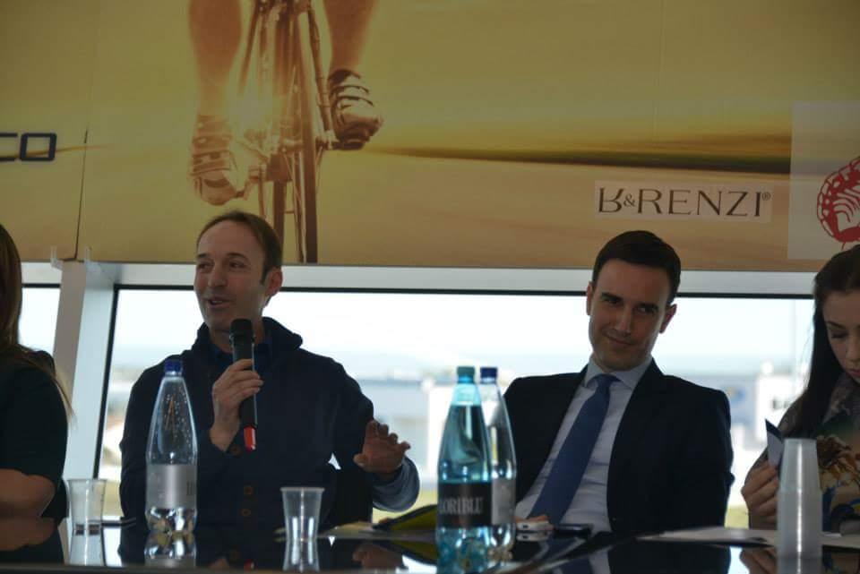 Iachini insieme al sindaco di Porto Sant'Elpidio nel corso della presentazione di una manifestazione ciclistica