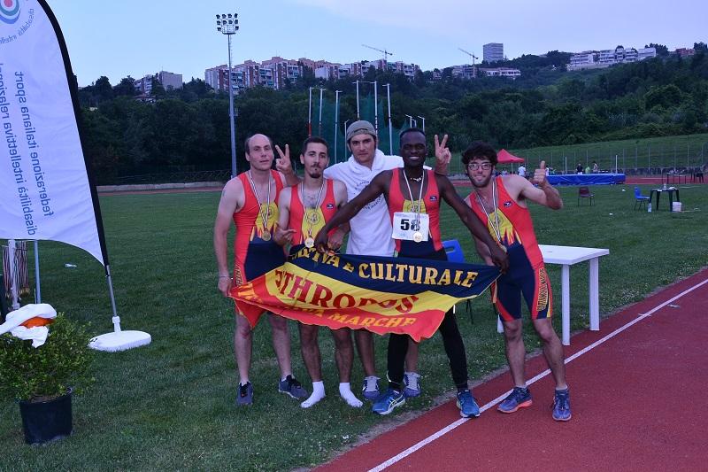 Staffetta Anthropos - oro e record italiano