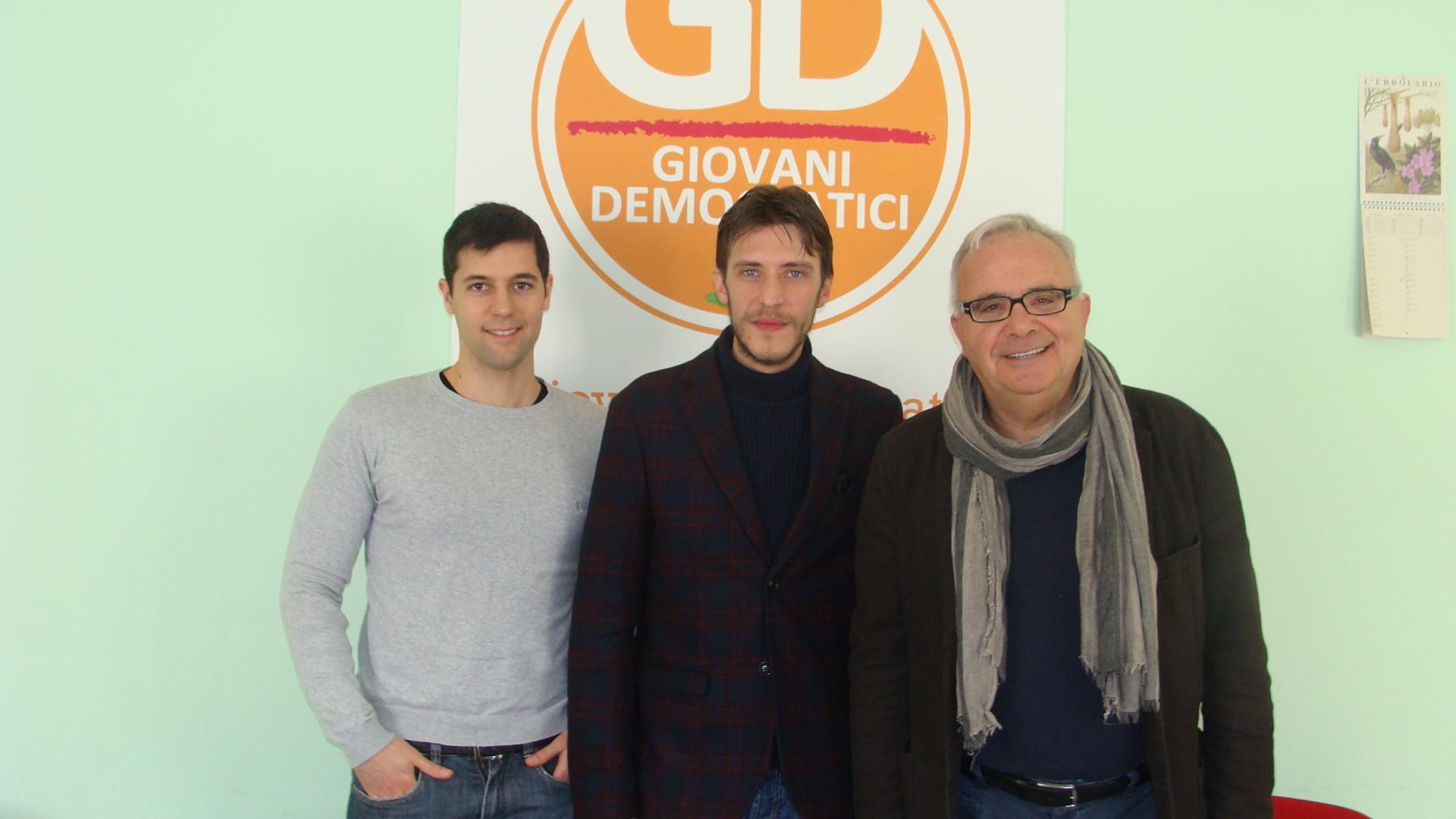 Stefano Senesi al centro con il consigliere Pd Luca Piermartiri a sinistra e il segretario cittadino e capogruppo Pd in consiglio Aldo Acconcia a destra