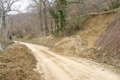 I danni del maltempo lungo le strade montane