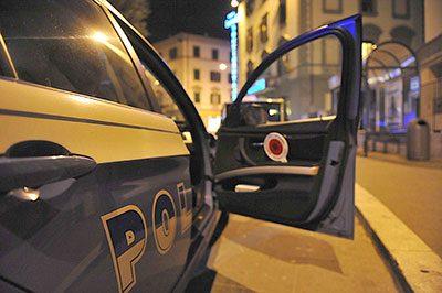 polizia notte particolare auto