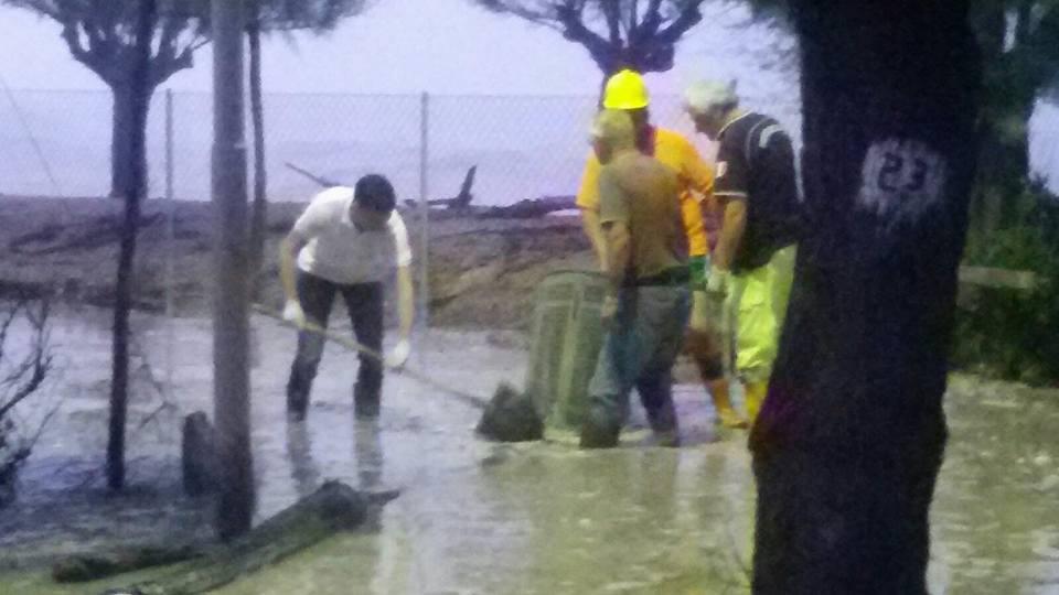 prot civile la risacca Porto Sant'Elpidio Mareggiate