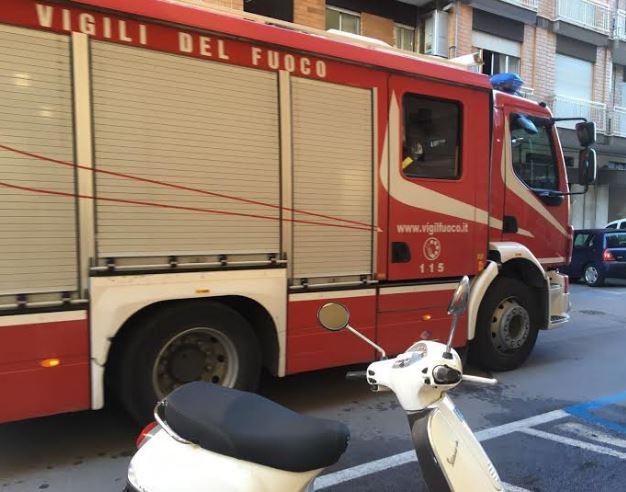 vigili del fuoco e motorino