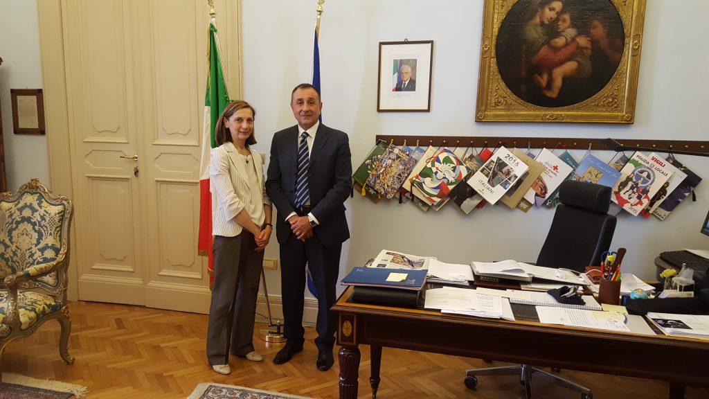 Il neo dirigente del commissariato di Fermo Leo Sciamanna con il prefetto Mara Di Lullo