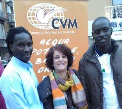 Elisabetta Baldassarri con due ragazzi ospiti del Seminario