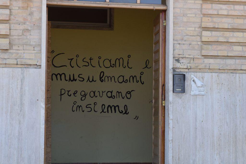 L'ingresso dell'ala del seminario dove sono ospitati i migranti