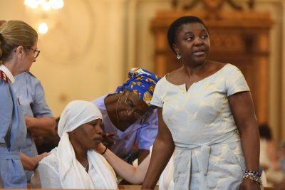 Cecile Kyenge vicino a Chinyere durante il funerale di ieri