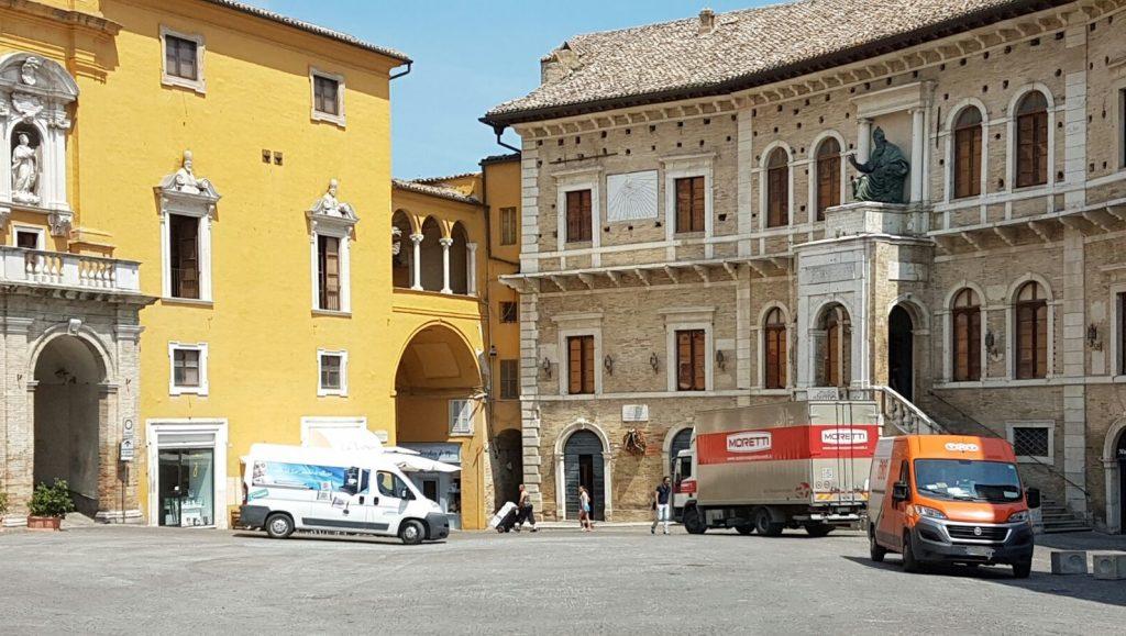 Piazza camion Carico scarico Fermo