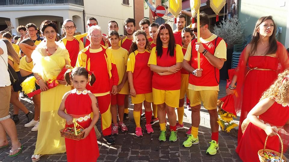 La contrada del Pozzo, giallorossa, seconda classificata ai giochi.