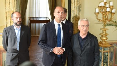 Il sindaco Calcinaro questa mattina con il ministro Alfano e don Vinicio Albanesi