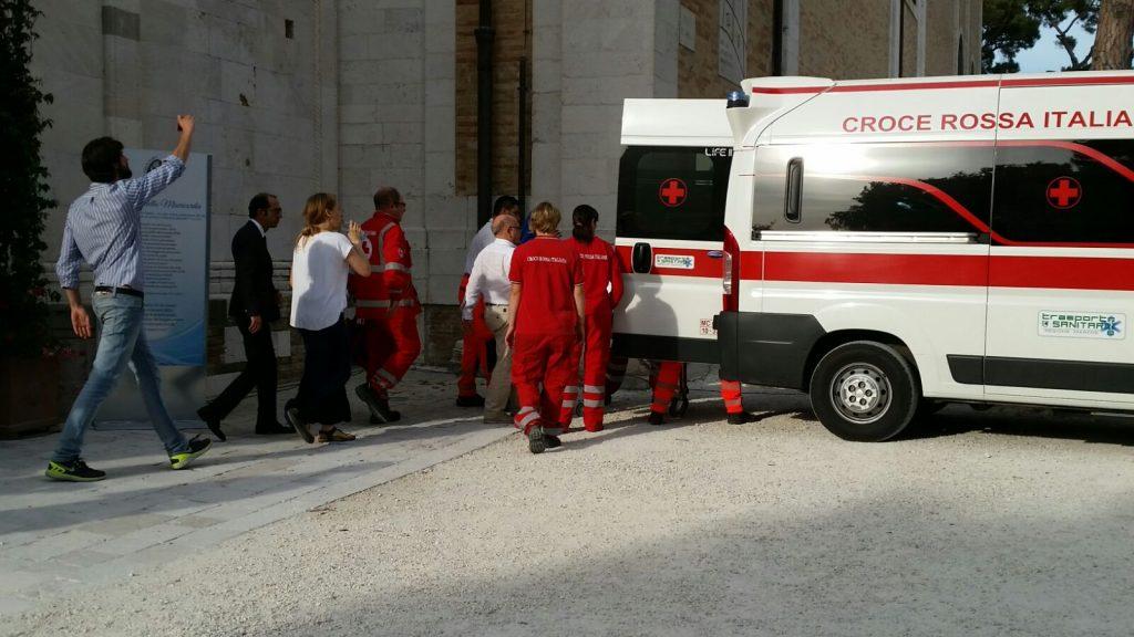 ambulanza funerale fermo