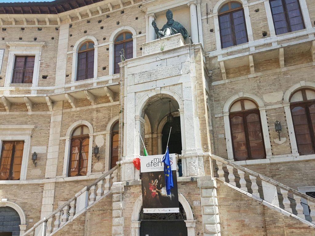 lutto palazzo priori