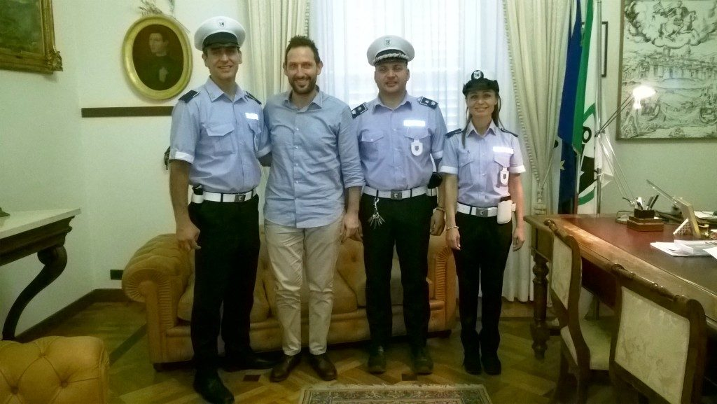i due nuovi agenti con il Sindaco Terrenzi ed il Maggiore Tofoni
