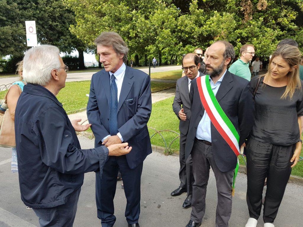 David Sassoli col sindaco Calcinaro e don Vinicio