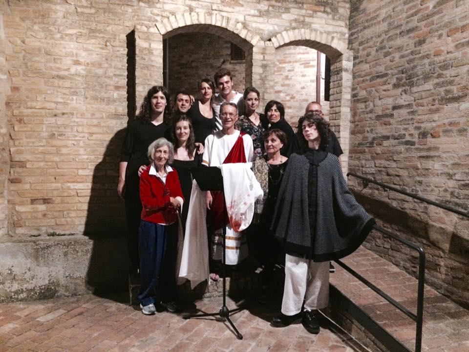 Gli attori del Minimo Teatro al termine di  Shakespeariana