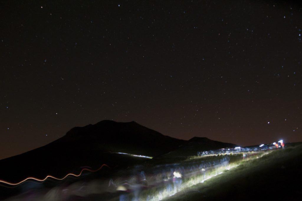 vettore montagna alba escursione