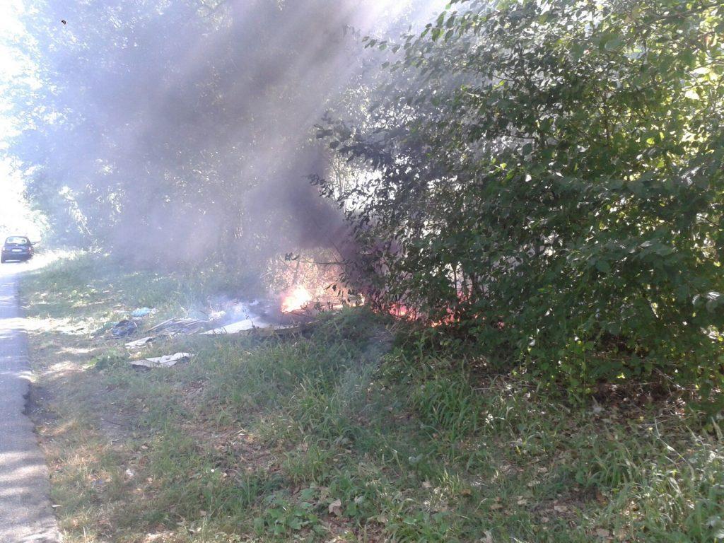 incendio sterpaglie strada 3