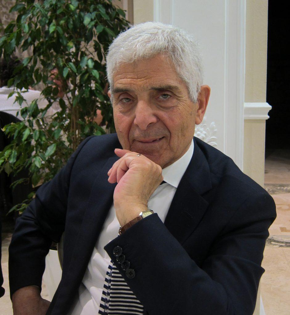 l'autore siriano Abdulghani Makki