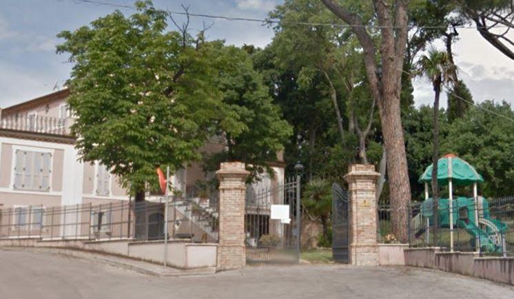 L'ingresso di villa Murri, nel rione santa Vittoria