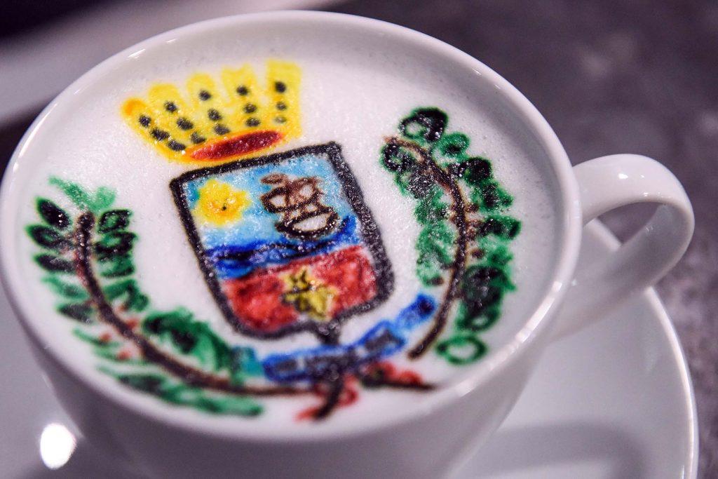 cappuccino-con-stemma-citta-porto-santelpidio-stile-libero-pse-4