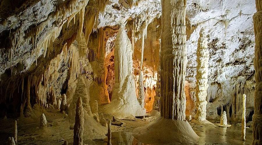 grotta-del-ventro-frasassi