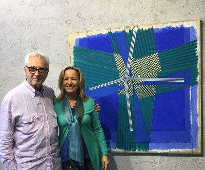 L'artista Oscar Piattella, insieme alla curatrice della mostra Daniela Simoni