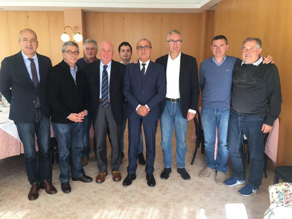 Il commissario Vasco Errani con il governatore Ceriscioli e alcuni sindaci del Fermano