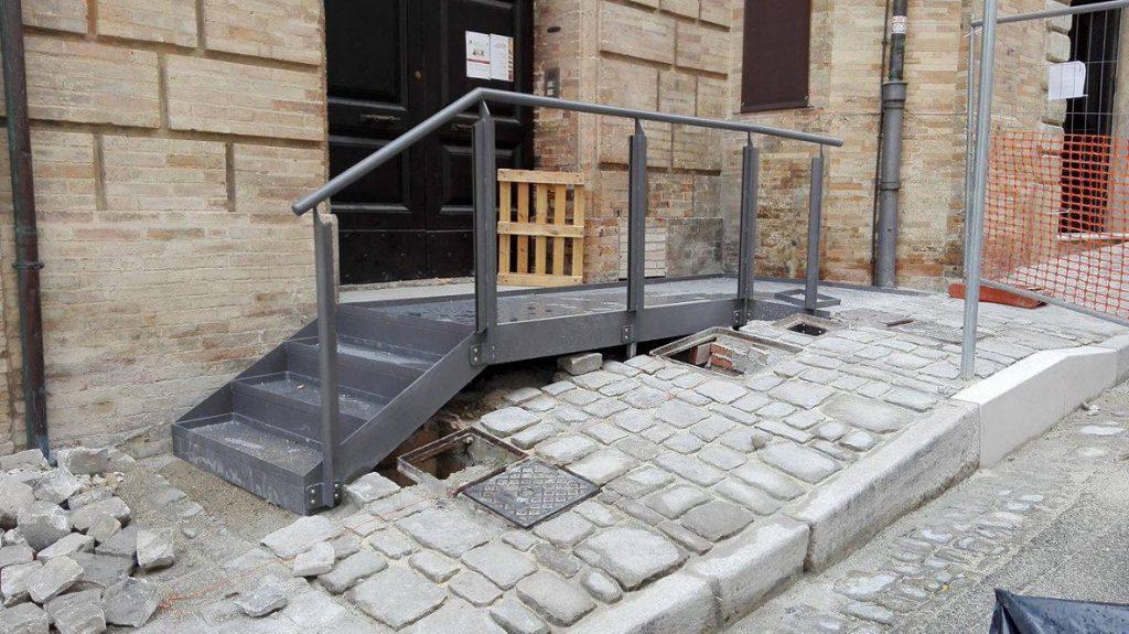 rampa-accesso-teatro-aquila-fermo