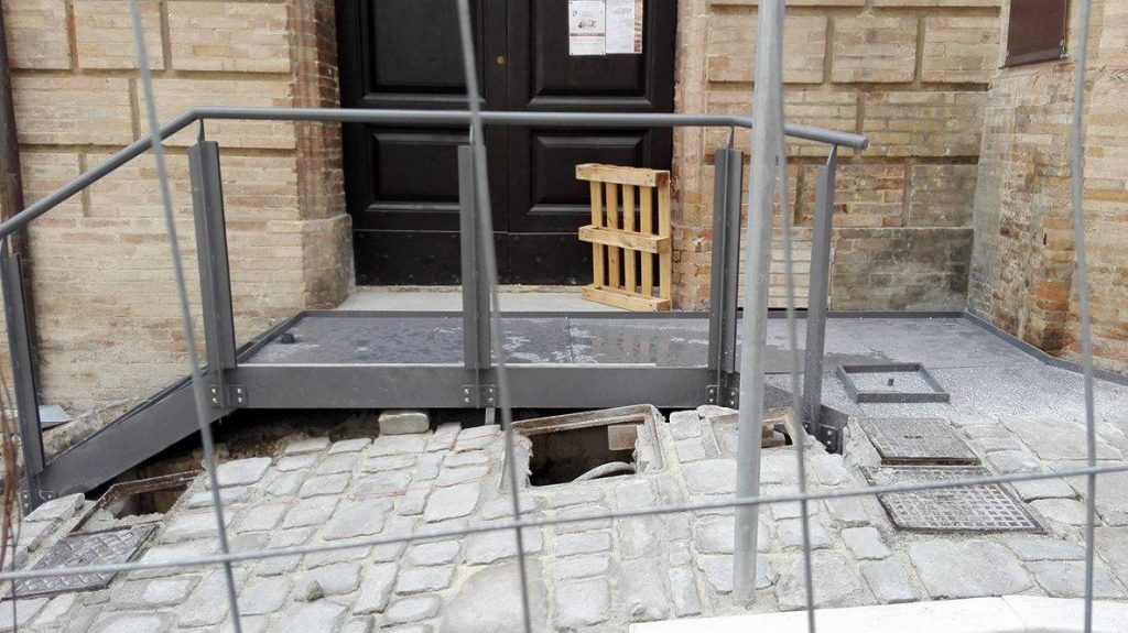 rampa-accesso-teatro-aquila-fermo-2