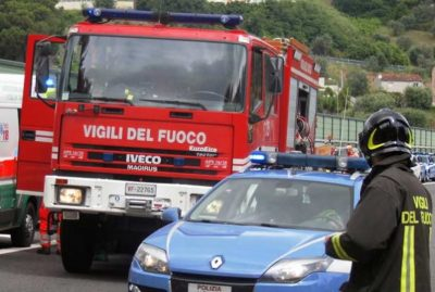 vigili-del-fuoco-e-polizia-in-autostrada