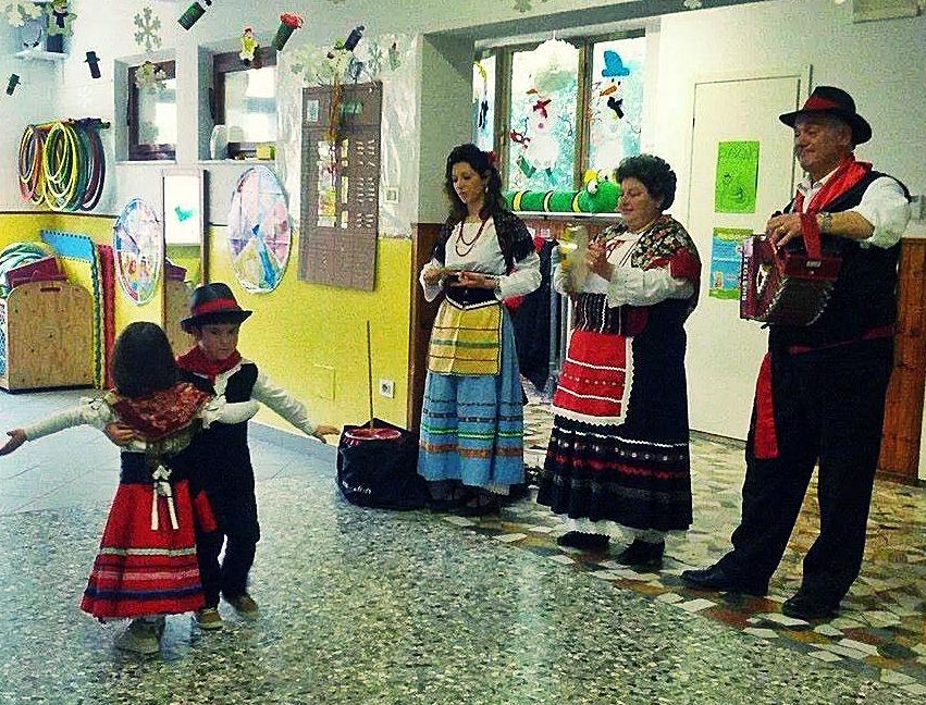 progetto scuola tradizione Marche saltarello