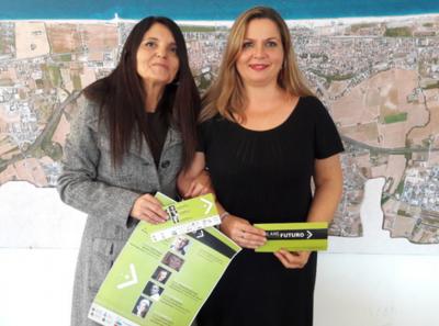 Oriana Salvucci, direttore artistico di Parlare Futuro, con l'assessore alle politiche giovanili di Porto Sant'Elpidio, Milena Sebastiani