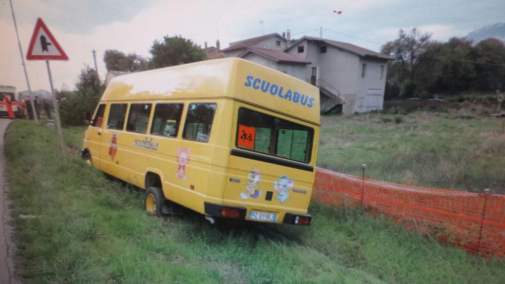 scuolabus-fuori-strada
