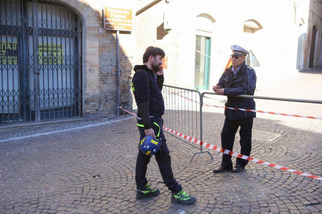 terremoto-fermo-sopralluogo-piazzetta-san-zenone-santagostino-3