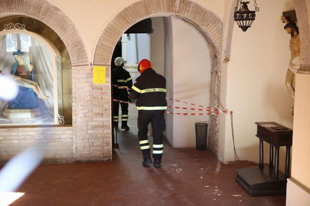 terremoto-fermo-sopralluogo-piazzetta-san-zenone-santagostino-6