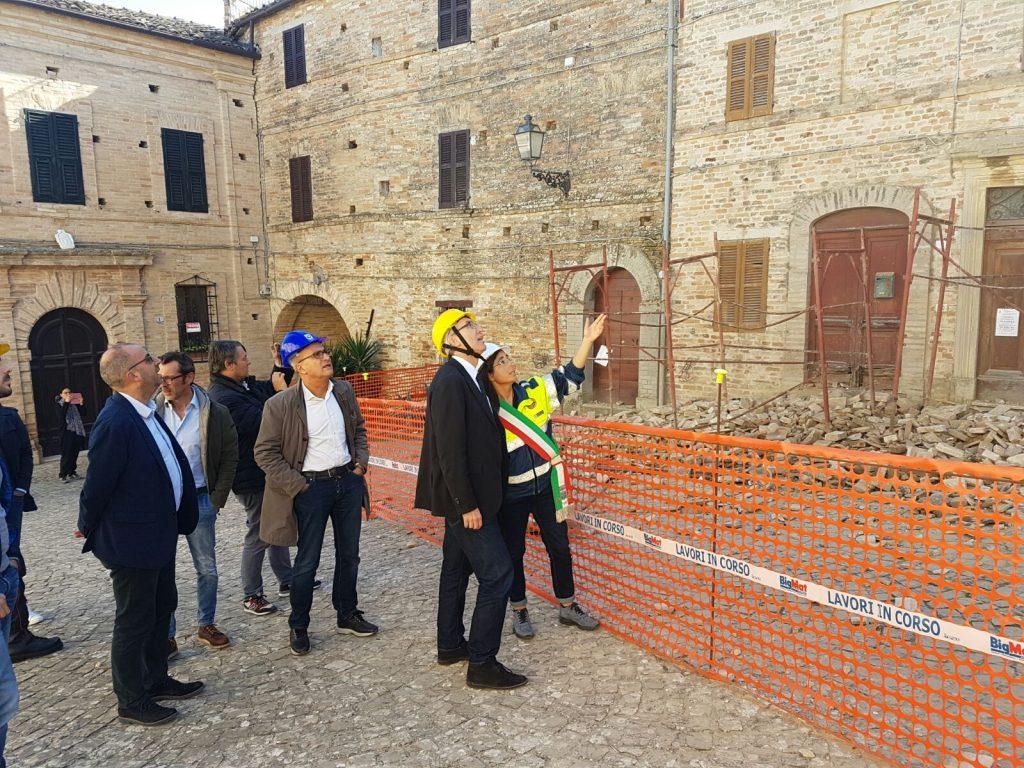 Il governatore Ceriscioli a Monsampietro Morico con il sindaco Gualtieri