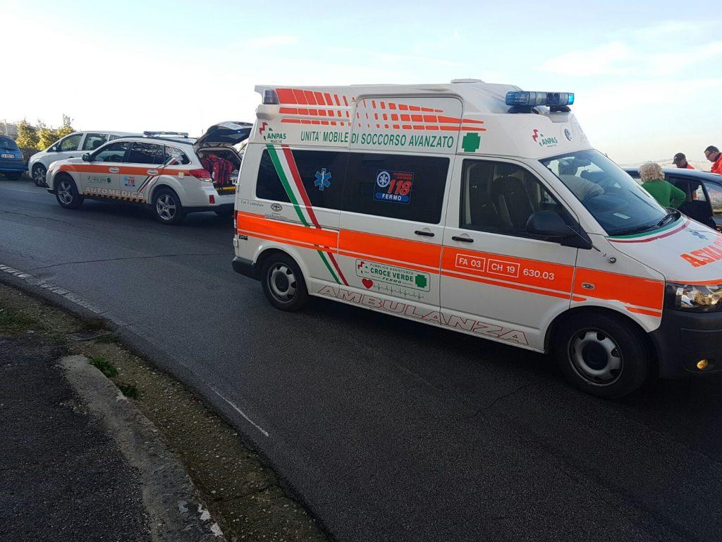 soccorsi-ambulanza-fermo-auto-medica-infarto-11
