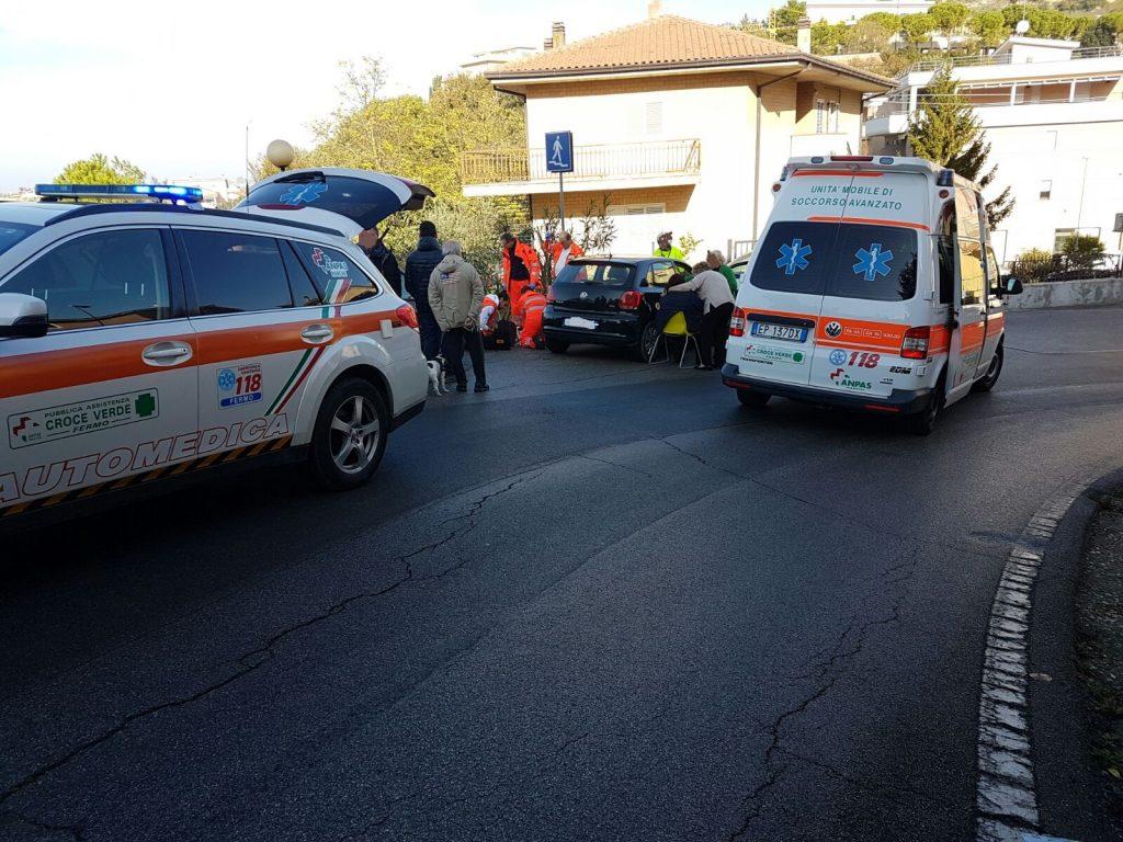soccorsi-ambulanza-fermo-auto-medica-infarto-12