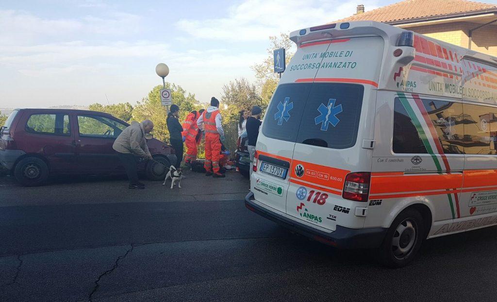 soccorsi-ambulanza-fermo-auto-medica-infarto-14