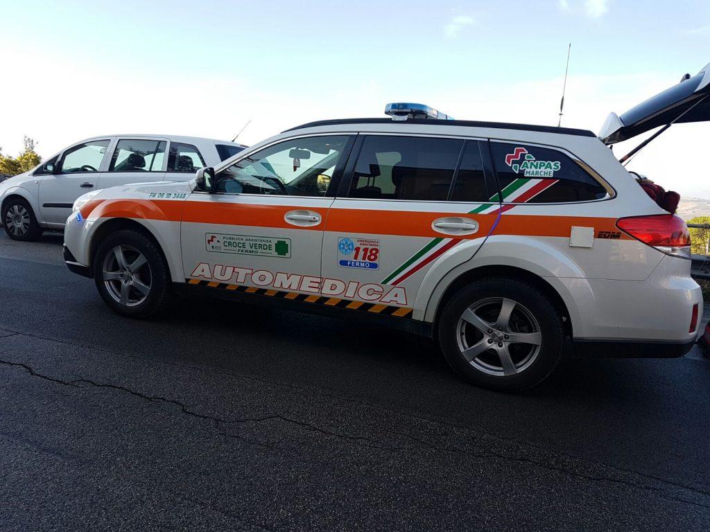 soccorsi-ambulanza-fermo-auto-medica-infarto-16