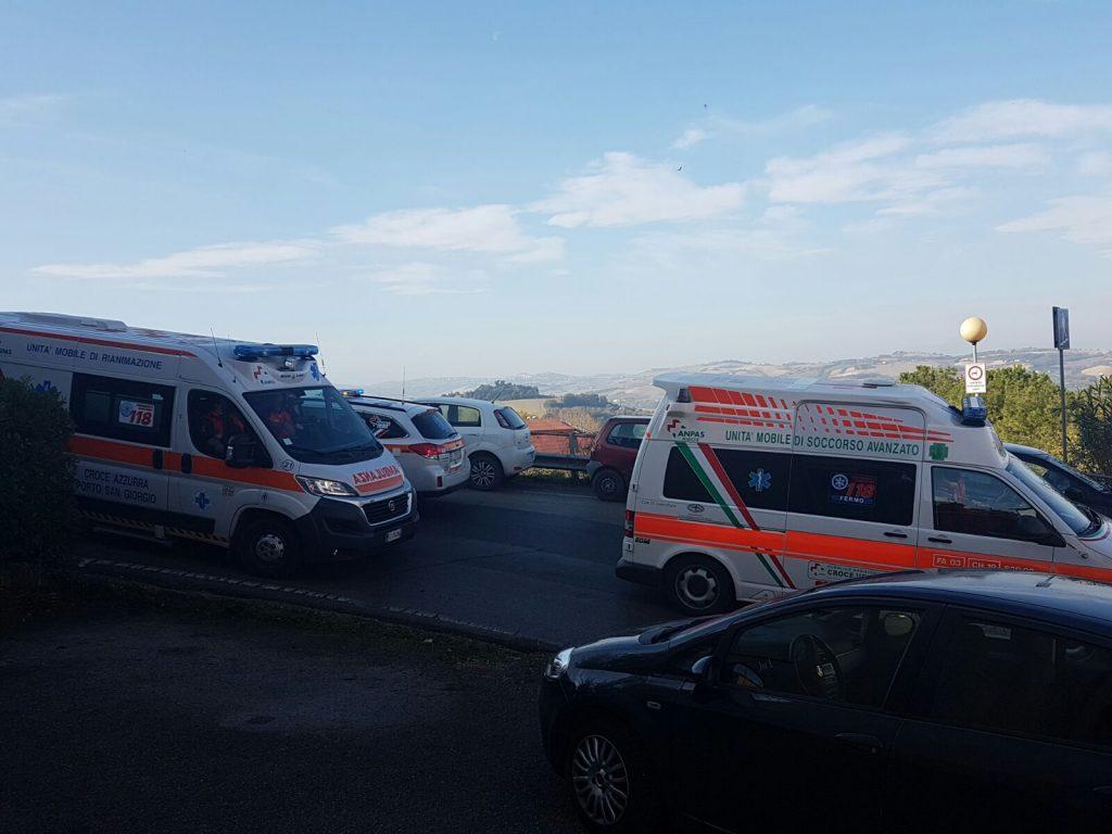 soccorsi-ambulanza-fermo-auto-medica-infarto-18