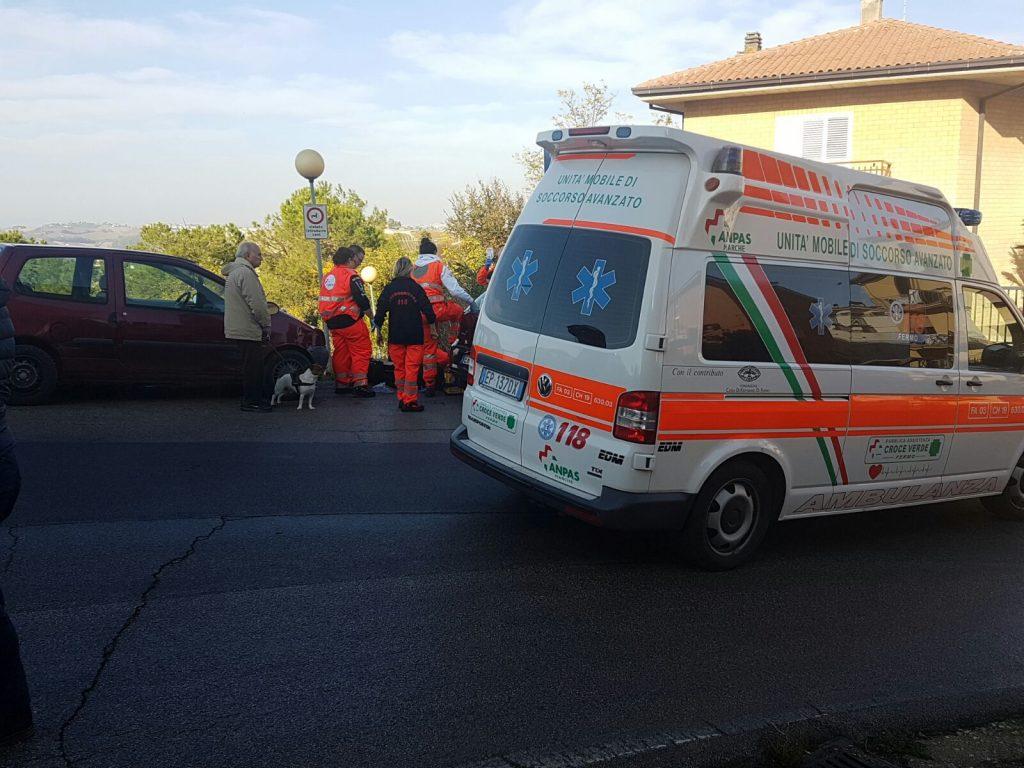 soccorsi-ambulanza-fermo-auto-medica-infarto-19