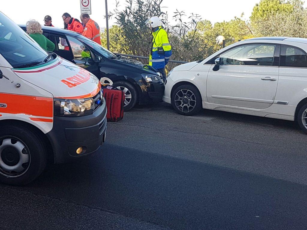 soccorsi-ambulanza-fermo-auto-medica-infarto-9